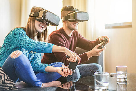 friends-playing-video-games-wearing-virtual-reality-glasses