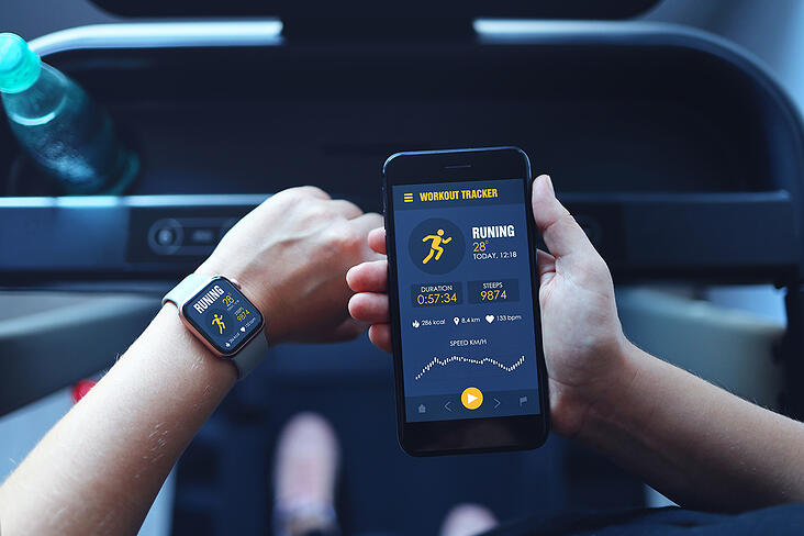woman-running-treadmill-use-smartwatch-connect-smartphone
